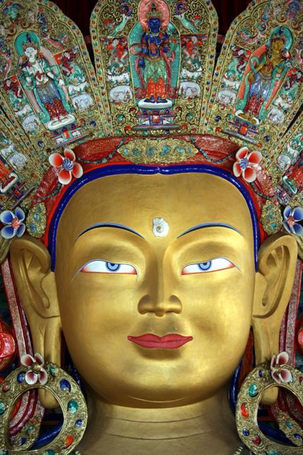 Statue des Buddha Maitreya in Thiksey.